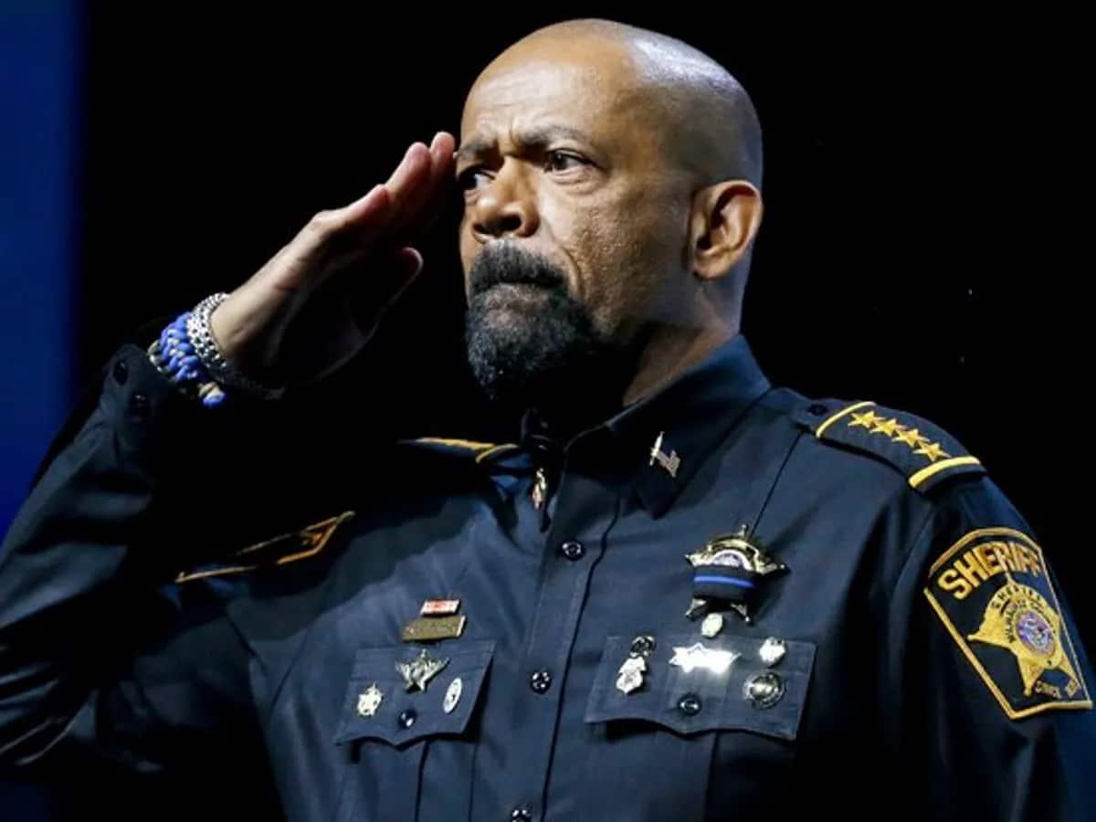 Stolen Valor Army Vet Slams Sheriff Clarke Over Ridiculous 'Toy Uniform'