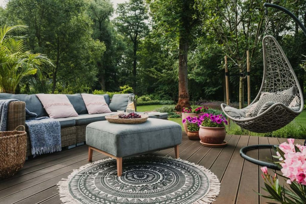 Help Buyers Envision Their Outdoors Time In Your House